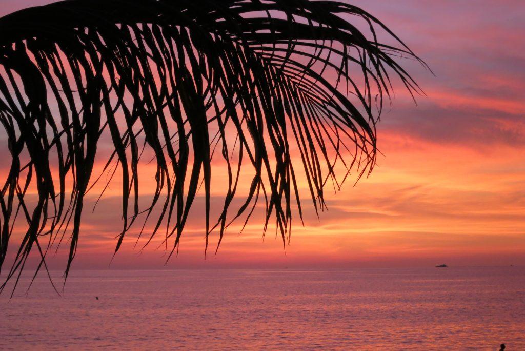 Пляж Карон Закат